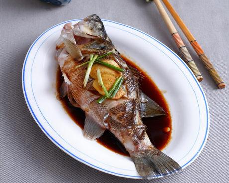 柠香蒸鲈鱼