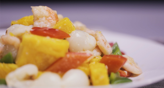 Fried shrimps with pineapple and litchi